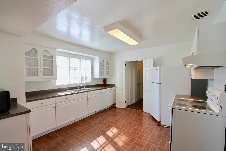120281_kitchen 104 Bayard Avenue | Dover, DE Real Estate For Sale | MLS#   - Burns and Ellis Realtors®