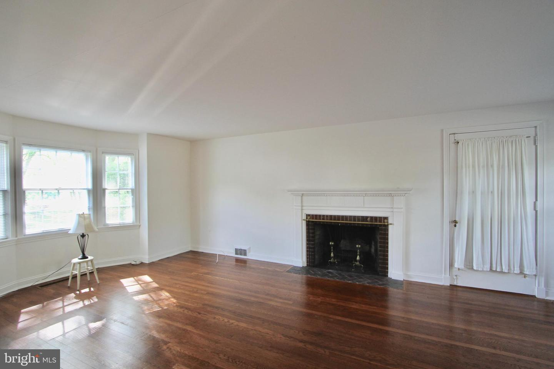 120281_livingroom1 104 Bayard Avenue | Dover, DE Real Estate For Sale | MLS#   - Burns and Ellis Realtors®