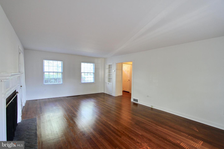 120281_livingroom3 104 Bayard Avenue | Dover, DE Real Estate For Sale | MLS#   - Burns and Ellis Realtors®